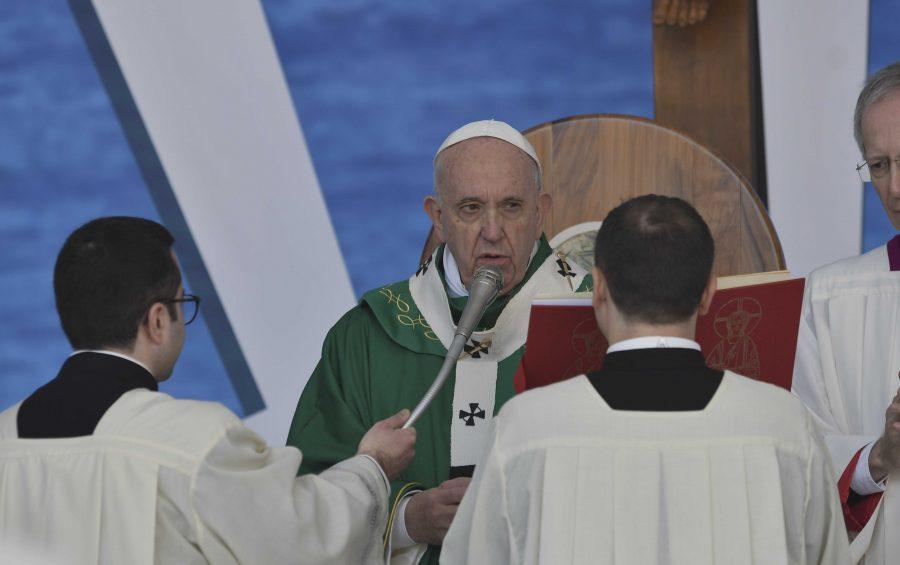 """Angelus di Papa Francesco a Bari in occasione dell'Incontro di riflessione e spiritualità """"Mediterraneo frontiera di pace"""""""